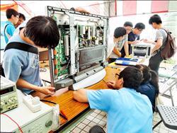 台科大師生挺進烏來 免費修泡水電器