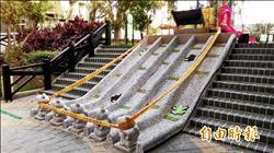 設石像阻玩溜滑梯 民批傻瓜工程