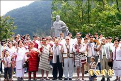 太魯閣族抗日勇士逝世百年 哈魯閣.那威石雕像揭幕