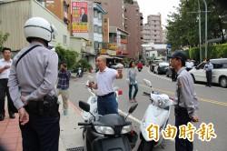 控政府包庇建商違法 男子揚言將自焚