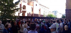 《中英對照讀新聞》Hundreds protest smashing of 'Mephistopheles' figure in Saint Petersburg 聖彼得堡的梅菲斯特塑像被毀 成百上千人抗議