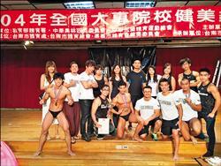 台大健美社拍年曆 椰林大道秀肌肉