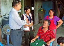 病男遭鎖卡 騎7小時單車求救// 窮苦台灣人欠費被追討 政府急著補助中生納健保…