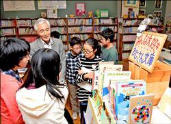 助小學購書 日歐吉桑匿名捐款41年