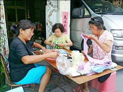 阿嬤手工喜樹文創魚包 1小時賣逾500個