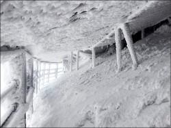 玉山飄雪 風口積雪30公分