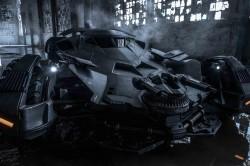 不是蝙蝠俠卻偷開蝙蝠車 導演擔心說....