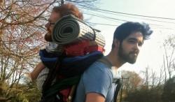 幫助身障友人  他們改背「人體背包」環歐旅行