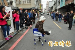 辦公椅滑行大賽 台南組隊赴日誓言奪冠