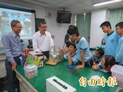 退休教師揪團fun魔法 教學生看見科學趣味