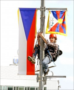 捷克挺藏獨人士 換旗迎習大大