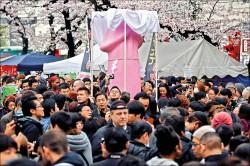 日本名祭典 「鐵男根祭」登場