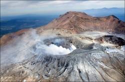 日本地震專家確認 阿蘇火山口有斷層