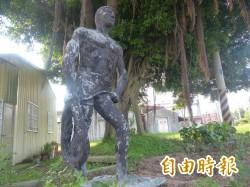 站崗半世紀 金門縣府:「馬山勇士像」還在啦!