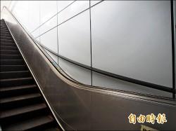 台東火車站 手扶梯「落帶」竟照用