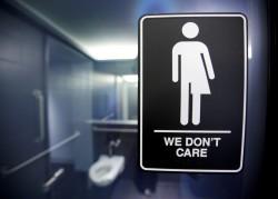 上個廁所也有事?男子帶稚齡女兒進男廁竟捱揍