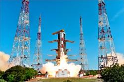 印度射火箭 一箭搭載20顆衛星