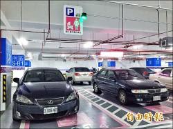 智能停車場誤導 燈號錯亂惹怨