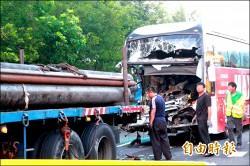 國光號追撞拖板車 司機遭壓死