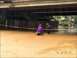 三爺溪暴漲 國道涵洞淹水