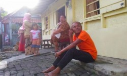 印尼男死了1年竟回家 嚇壞眾親友