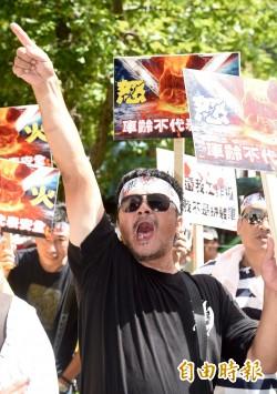 火燒車後遭汙名化?遊覽車業者赴交部前抗議