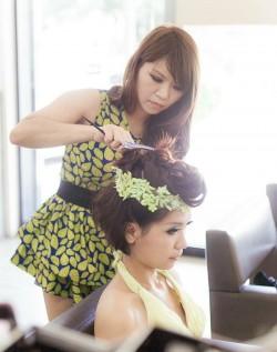 職訓後不斷進修 美髮師變身造型總監