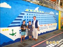 牆面彩繪 郵輪海洋生物吸睛