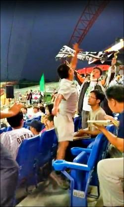 持「台灣」布條被扯毀 大學生告棒協