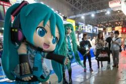 日本虛擬歌姬初音 化身機器人