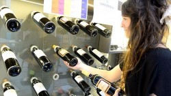《中英對照讀新聞》U.S. embassy accidentally sends settlement wine as Jewish new year gift 美國大使館意外送出屯墾區的酒當猶太新年禮
