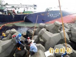 西子灣擱淺漁船 預計10月8日完成移除