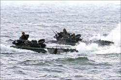 菲靠攏中國 暫停與美軍巡航南海