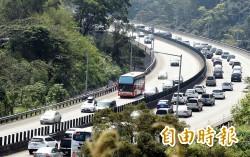 連假首日國道局部塞 桃竹路段時速低於40公里