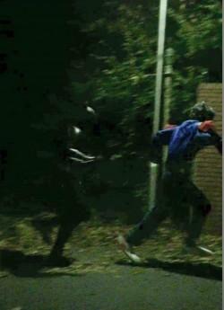 遇到剋星! 英國小丑被蝙蝠俠追著跑...