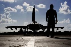 施壓中國? 英「颱風」戰機抵日聯合軍演