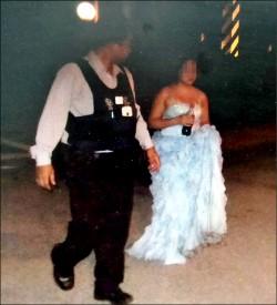 媽媽反對老少配 新嫁娘穿婚紗投海