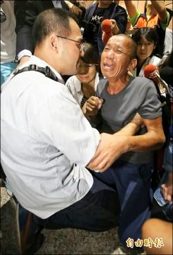 「我回來了 不要哭」 沈瑞章跪謝救命恩人