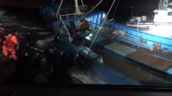 金門海巡先守後攻 雙艇惡浪中夾擊逮一船