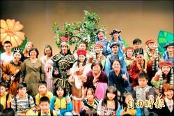 藝術滿城香 四萬師生參訪看戲