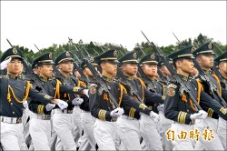 陸官校歌「黨旗飛舞」 立委促改