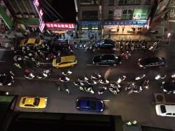 車禍變街頭大亂鬥 三重警員勸阻反遭圍毆