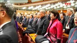 中國國歌響起 赴中退將起身肅立