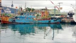 中國船撈過界被扣 船長求饒:我生日…