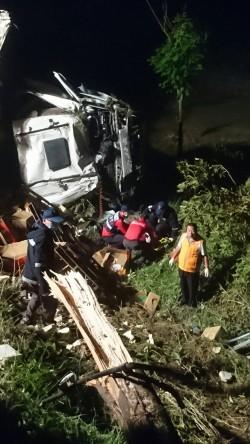 中山高嘉義大林段車禍 聯結車衝落邊坡
