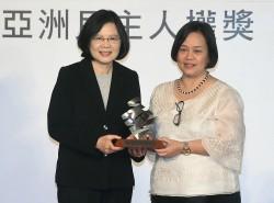 蔡總統:台灣突破威權經驗 願與全球交流