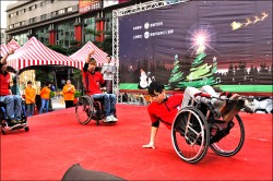 車禍脊損不灰心 跳輪椅舞鼓舞人心