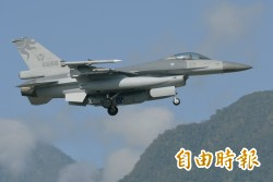 獨家》空軍出動RF-16偵照機 拍到遼寧號囉!