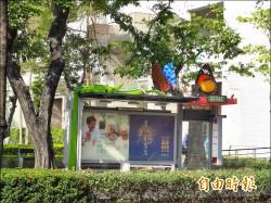 鳳山行政中心站 候車亭現原民風