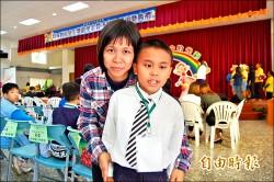 全盲小三學童 勇奪才藝比賽鋼琴冠軍